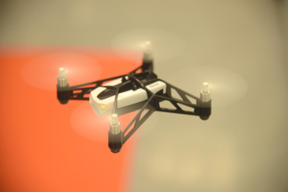 parrot mini drone la d mo. Black Bedroom Furniture Sets. Home Design Ideas