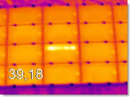 Un point chaud sur un panneau solaire. Crédit photo Bouygues E&S