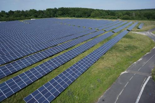 Une partie des panneaux solaires de la centrale de Sourdun. Crédit photo Bouygues E&S