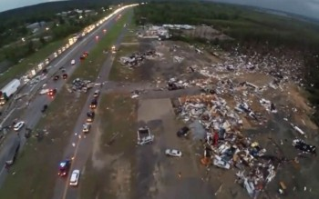 Après une tornade à Mayflower dans l'Arkansas, depuis un drone.