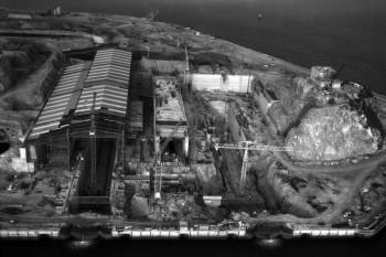 Photo aérienne  de la construction de la base militaire de l'Ile Longue, vers 1965 - Crédit photo Marine Nationale