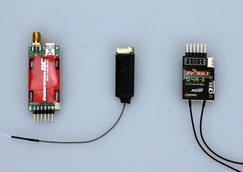 Entre un récepteur ImmersionRC UHF et un récepteur FrSky 2,4 GHz.