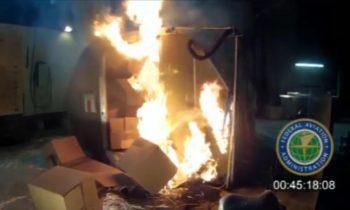 Un incendie de 5000 batteries Li-ion dans un container cargo. Crédit photo : Uncredited/AP