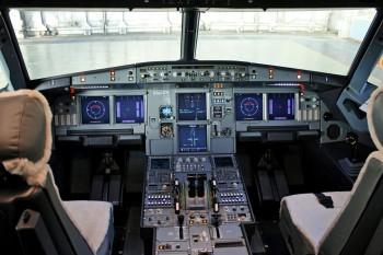 Cockpit A320. Crédit photo Gleb Osokin - Russian AviaPhoto Team