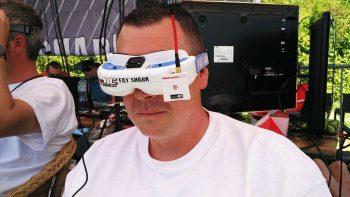 Il y a un Bénédict Croquet derrière ces lunettes d'immersion...