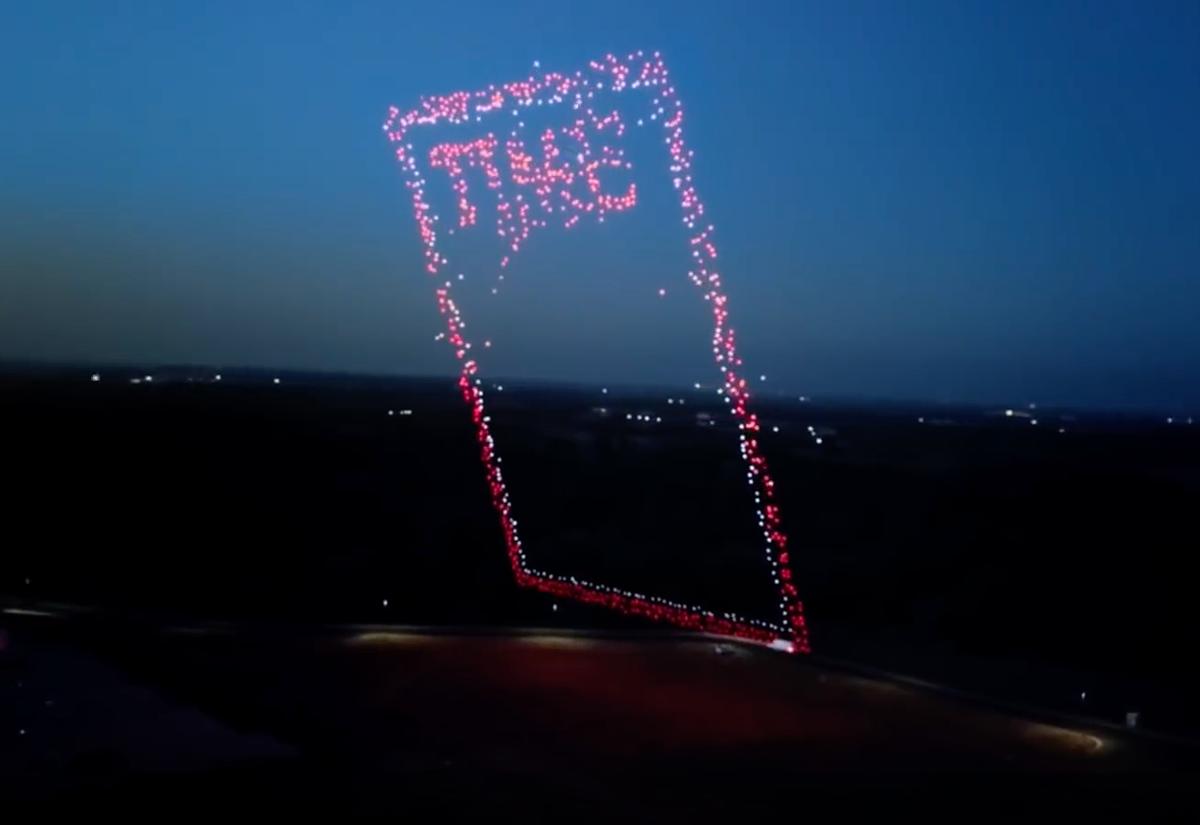 Les Drones D Intel Font La Couverture Du Magazine Time Helicomicro Com